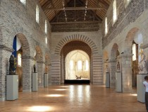 800px-Nave_of_Collégiale_Saint-Martin_-_Angers_-_20100801