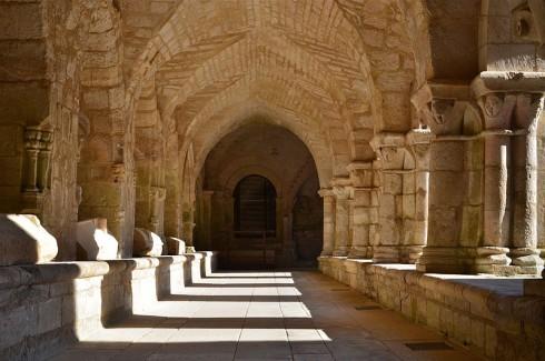 abbaye-Nieul-sur-l'Autise_-_Abbey_cloitre